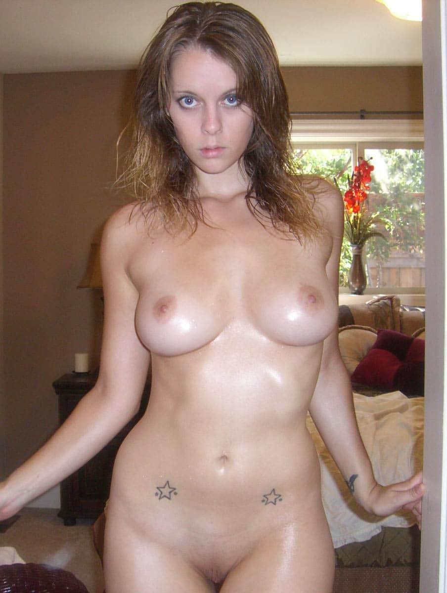 Chica mala desnuda
