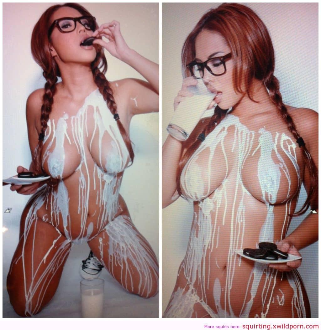 Chicas desnudas vomitan videos de leche