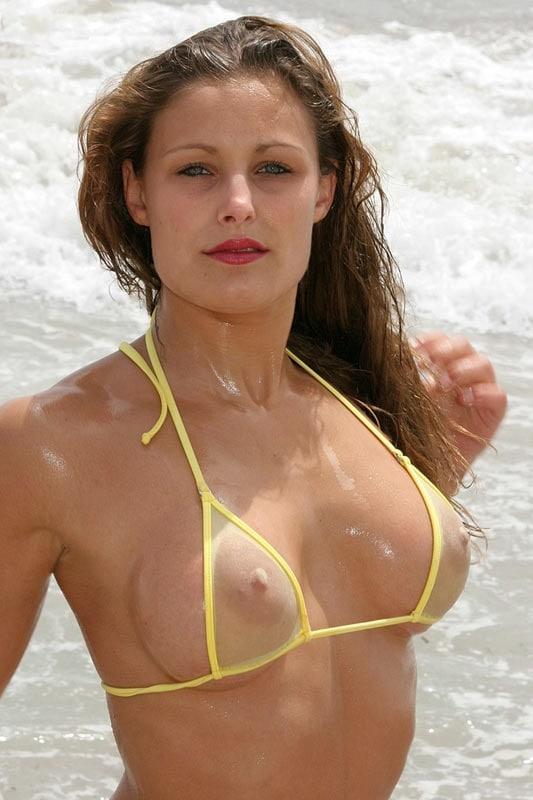 Un sosten de bikini transparente