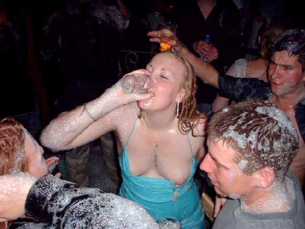 La espuma fue mas que su vestido