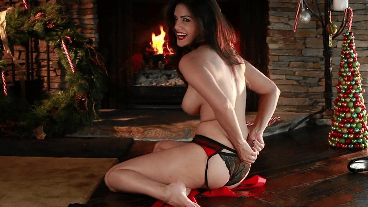 Sunny juguetea frente al fuego