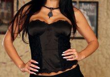 La bruja de negro Aletta