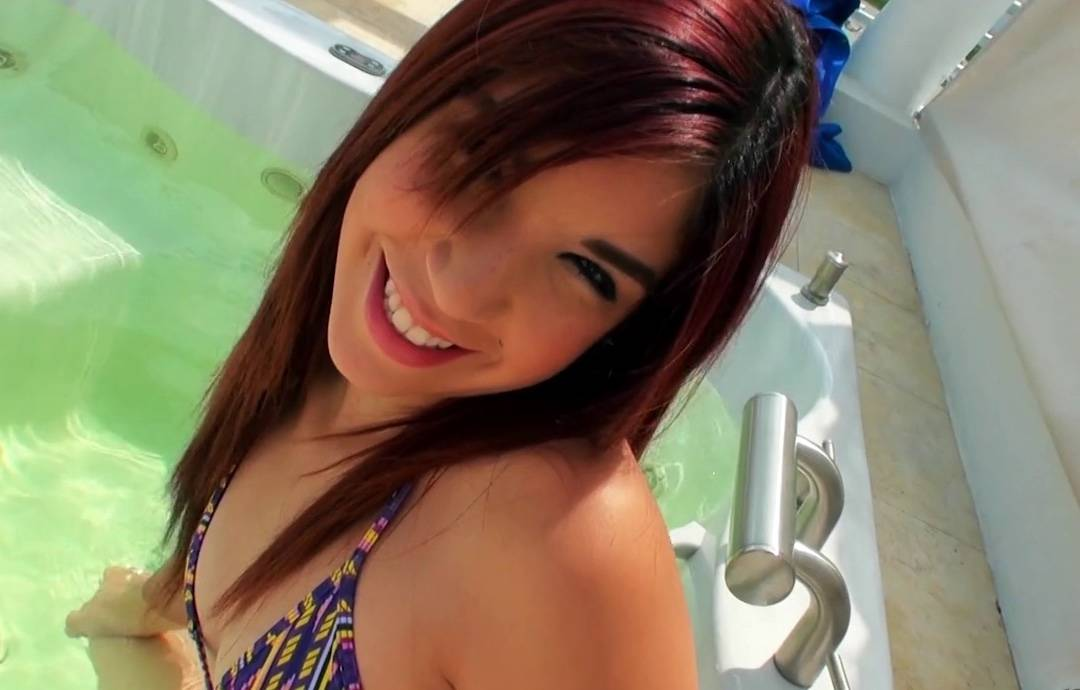 Latina follada con su bikini