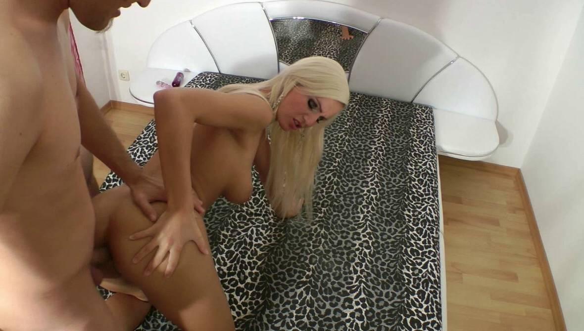 Una blonda mala