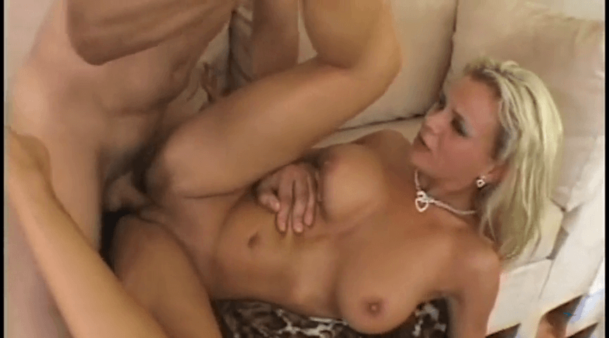 Bree es follada por primera vez por su culo y por su cara