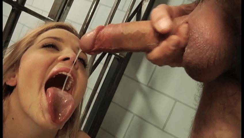 Llenada con semen de un preso