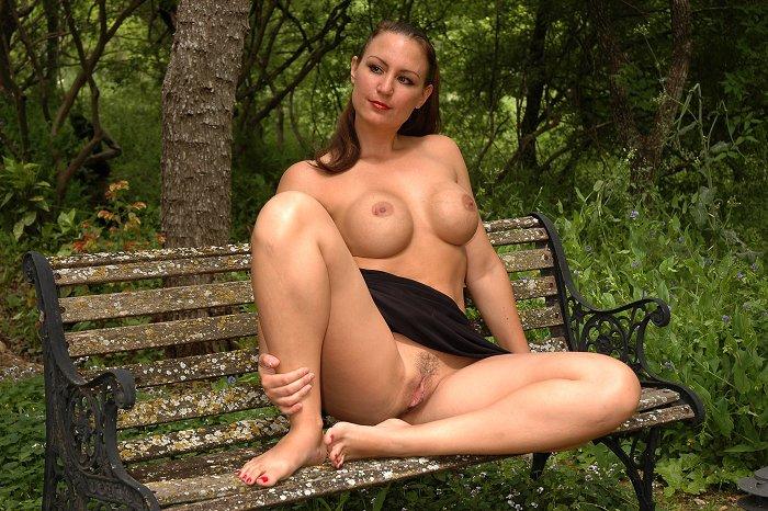 Madura Desnuda En El Parque Chicas Desnudas