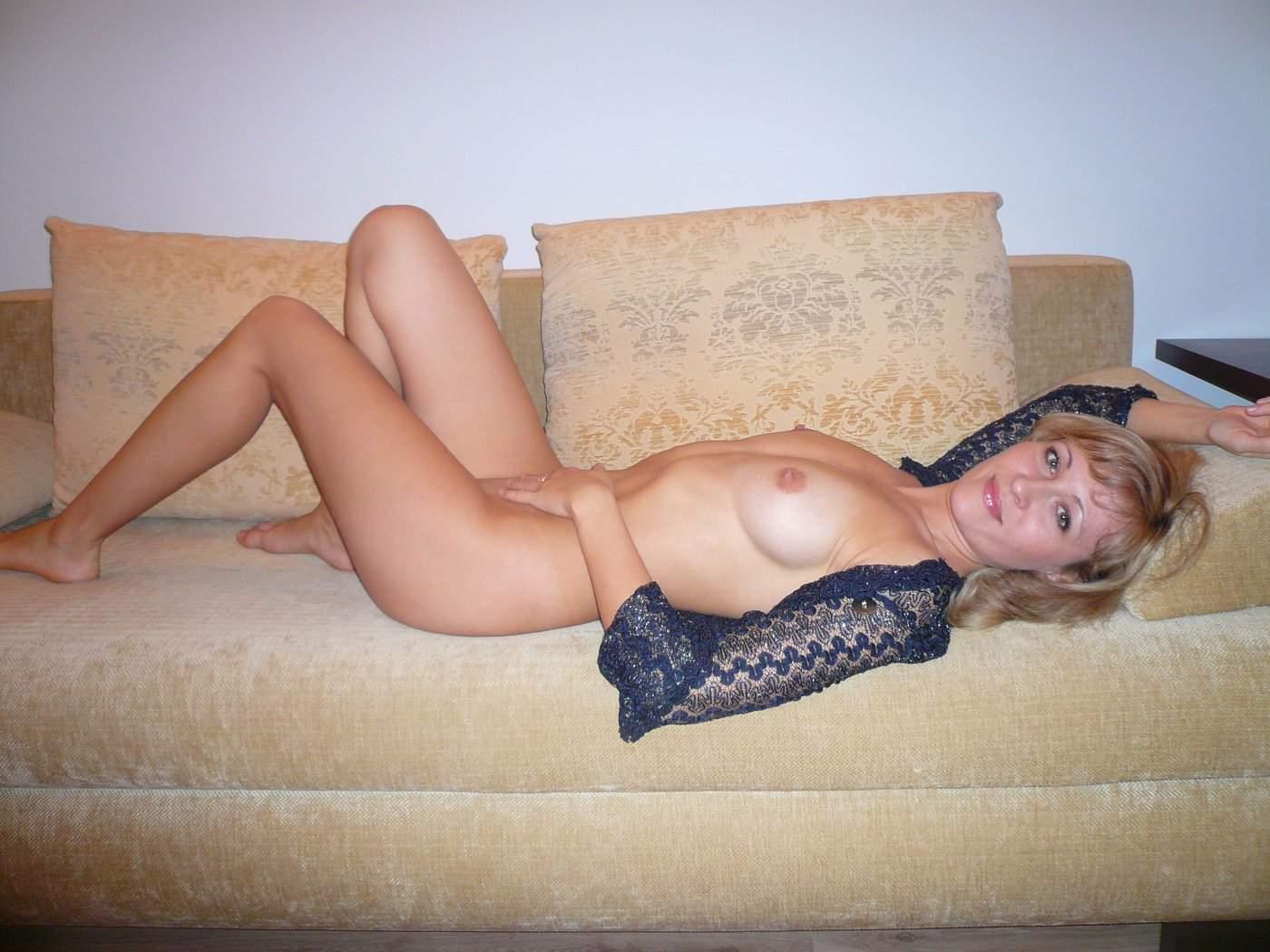 домашнее фото жены за сорок в спальне - 11