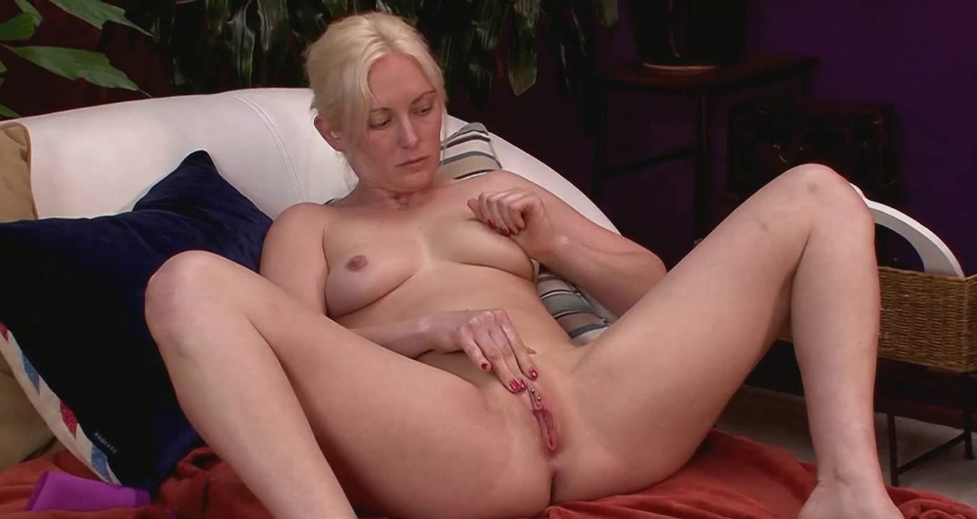 Skye Daniels usa sus dedos para acabar