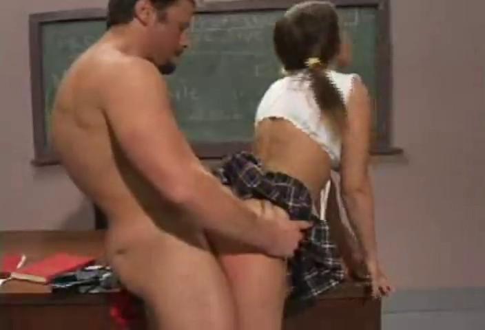 Colegiala tramposa follada por su profesor