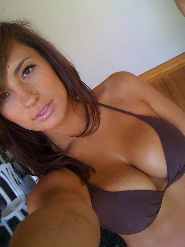Selfie Tetona Antes De La Playita Chicas Desnudas