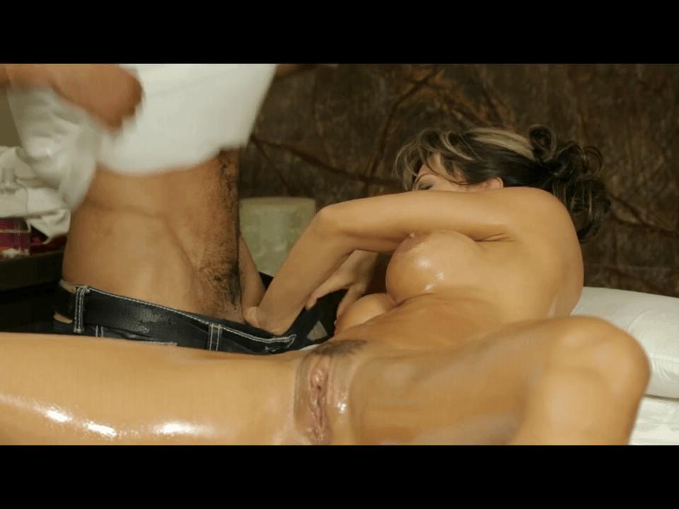 Esperanza recibe un masaje erotico