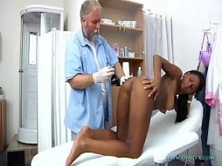 Secretaria morena recibe sexo intenso por su jefe de trabajo - 2 part 5